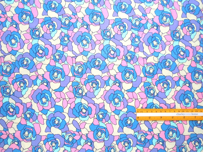 C4-140 | Roses with blue, purple and pink petals on an off-white background.
